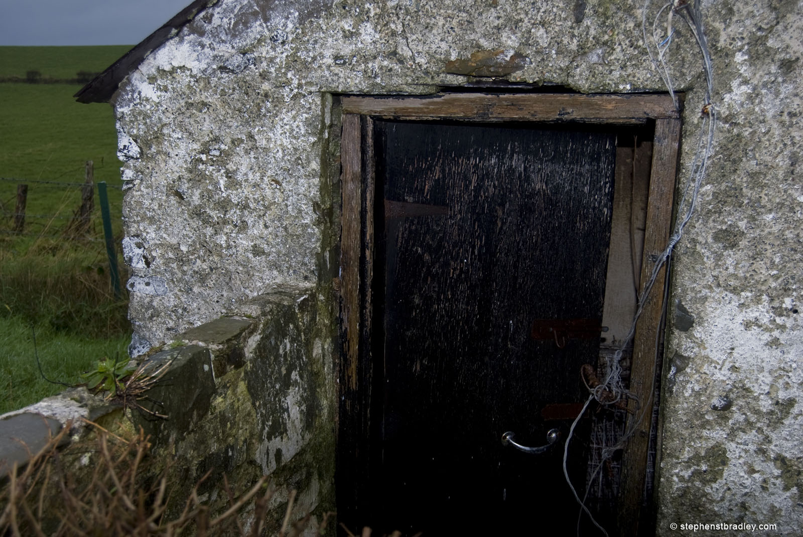 Landscape photograph of old Irish cottage shed near Strangford, Northern Ireland by Stephen Bradley photographer, Dublin, Ireland - photograph 0889.